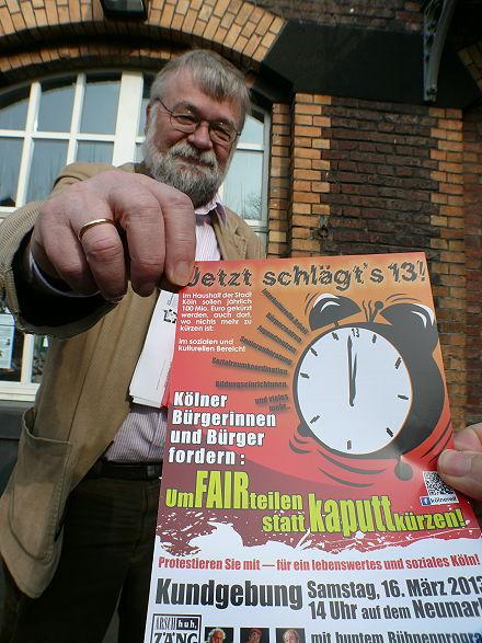 Klaus Stein mit Plakat »Jetzt schlägt's 13!«.